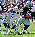 Oakland Raiders vs. Denver Broncos at Oakland Alameda County Coliseum Sunday, October 10, 1999.  Broncos beat Raiders  16-13.  Oakland Raiders full back Zack Crockett (32).