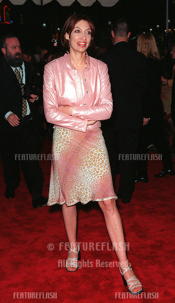 """08FEB99:  Actress ILLEANA DOUGLAS at the world premiere of her new movie """"Message in a Bottle"""" in which she stars with Kevin Costner & Paul Newman..© Paul Smith / Featureflash"""