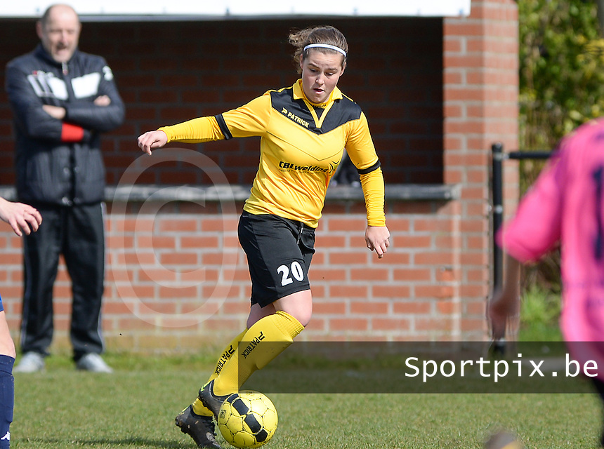 20160328 - Zwevezele , BELGIUM : Zwevezele's Celine Vandekerckhove pictured during the soccer match between the women teams of Voorwaarts Zwevezele and FC Turnhout  , on the 20th matchday of the Belgian Third division for Women on Saturday 28 th March 2016 in Zwevezele .  PHOTO SPORTPIX.BE DAVID CATRY