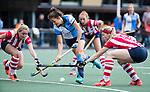 AMSTELVEEN - Renske Siersema (Hurley) met rechts Grace Huberts (HDM) .Hoofdklasse competitie dames, Hurley-HDM (2-0) . FOTO KOEN SUYK