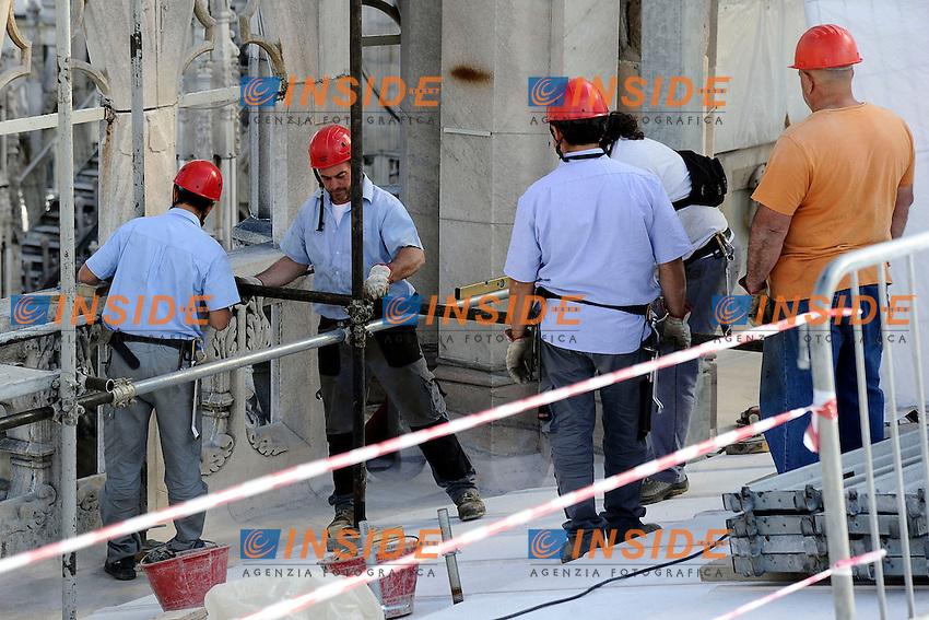 Operai <br /> Men at work <br /> Milano 18/09/2013 - Incontro 'Il grande progetto per la sicurezza del Duomo di Milano <br /> foto Andrea Ninni/Image/Insidefoto