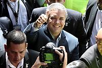 BOGOTA - COLOMBIA, 17-06-2018: Ivan Duque, candidato presidencial por el partido Centro Democrático saluda a sus seguidores después de ejercer su derecho al voto durante la segunda vuelta de las elecciones presidenciales de Colombia 2018 hoy domingo 17 de junio de 2018. El candidato ganador gobernará por un periodo máximo de 4 años fijado entre el 7 de agosto de 2018 y el 7 de agosto de 2022. / Ivan Duque, presidential candidate for the Centro Democratico party, makes the sign of victory to greet his followers after exercising his right to vote during Colombia's second round of 2018 presidential election today Sunday, June 17, 2018. The winning candidate will govern for a maximum period of 4 years fixed between August 7, 2018 and August 7, 2022. Photo: VizzorImage / Gabriel Aponte / Staff
