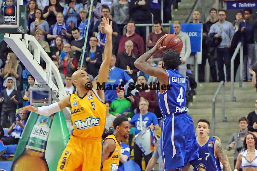 Ramon Galloway (Skyliners) gegen David Logan (Alba) - Fraport Skyliners vs. Alba Berlin Fraport Arena Frankfurt