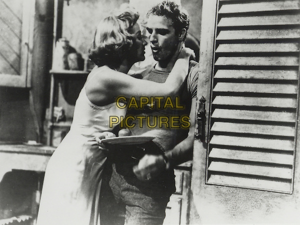 MARLON BRANDO & KIM HUNTER.in A Streetcar Named Desire.*Editorial Use Only*.Ref: FB.www.capitalpictures.com.sales@capitalpictures.com.Supplied by Capital Pictures.