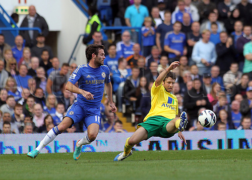 06.10.2012. London, England. Chelsea's Juan Mata and Norwich City's Wesw Hoolihan in action during the Premier League game between Chelsea and Norwich City at Stamford Bridge. Chelsea came from behind to win the game by a score of 4-1.