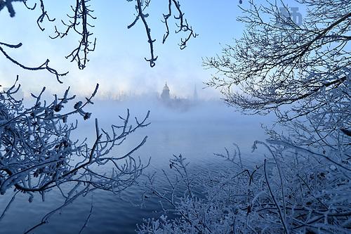 December 19, 2016; St. Joseph Lake on a sub-zero winter morning. (Photo by Matt Cashore/University of Notre Dame)
