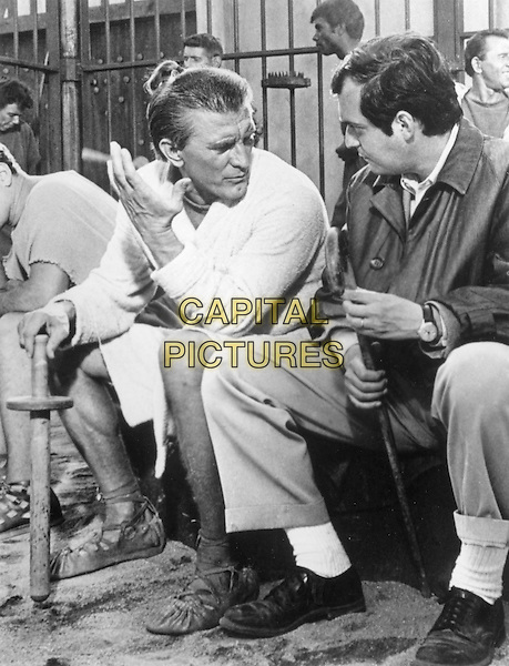 KIRK DOUGLAS & STANLEY KUBRICK (DIRECTOR).in Spartacus (1960) .*Filmstill - Editorial Use Only*.CAP/STF/PEL.Supplied by Capital Pictures.