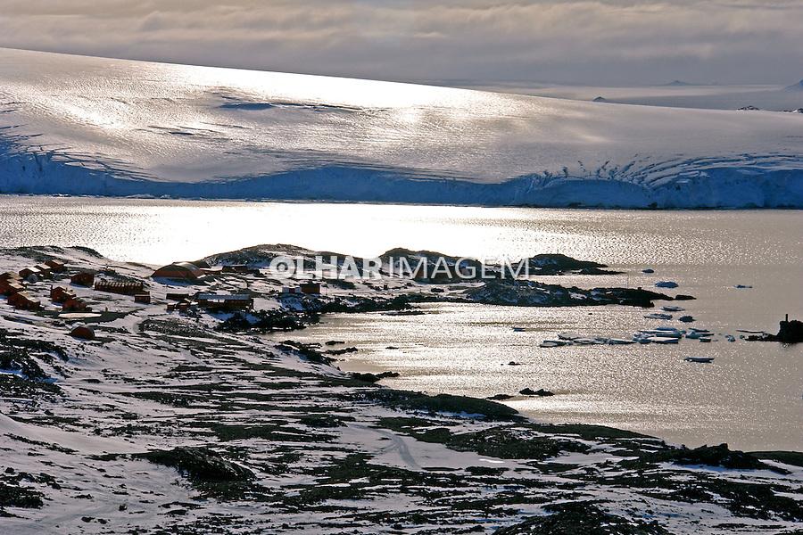 Iceberg e geleira na Antartida. 2006. Foto de Caio Vilela.