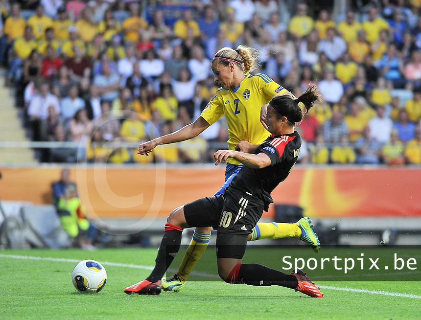 Sweden - Germany : Dzsenifer Marozsan (10) scoort de 0-1 voor de Duitsers voorbij Charlotte Rohlin (2)<br /> foto David Catry / nikonpro.be