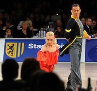 Tanz-WM 2010 - Profi Standard Kür - WDC World Championships Dance Show Standard - (18.12.2010 in Leipzig / Neue Messe) - im Bild: Feature Tanz Weltmeisterschaft / Tanzpaar. Foto: Norman Rembarz ..Credits:.Norman Rembarz , Autorennummer 41043728 , Augustenstr. 2, 04317 Leipzig, Tel.: 01794887569, Hypovereinsbank: BLZ: 86020086, KN: 357889472, St.Nr.: 231/261/06432 - Jegliche kommerzielle Nutzung ist honorar- und mehrwertsteuerpflichtig! Persönlichkeitsrechte sind zu wahren. Es wird keine Haftung übernommen bei Verletzung von Rechten Dritter. Autoren-Nennung gem. §13 UrhGes. wird verlangt. Weitergabe an Dritte nur nach  vorheriger Absprache..Online Nutzung ist seperat kostenpflichtig !!!!