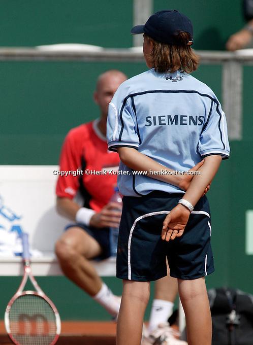 11-7-06,Scheveningen, Siemens Open, rirst round match, ballkid