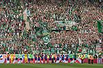 12.05.2018, OPEL Arena, Mainz, GER, 1.FBL, 1. FSV Mainz 05 vs SV Werder Bremen<br /> <br /> im Bild<br /> Mannschaft / Spieler von Werder Bremen feiern Sieg und Saisonabschluss vor Fans im G&auml;stefanblock, u.a. Jiri Pavlenka (Werder Bremen #01), Jaroslav Drobny (Werder Bremen #33), Maximilian Eggestein (Werder Bremen #35), Zlatko Junuzovic (Werder Bremen #16), Philipp Bargfrede (Werder Bremen #44), Jerome Gondorf (Werder Bremen #08), Johannes Eggestein (Werder Bremen #24), Max Kruse (Werder Bremen #10), Florian Kainz (Werder Bremen #07), Niklas Moisander (Werder Bremen #18), Milot Rashica (Werder Bremen #11), Robert Bauer (Werder Bremen #04), <br /> <br /> Foto &copy; nordphoto / Ewert