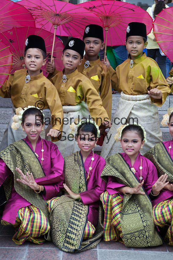 Malaysia, Kuala Lumpur: Malay children in traditional costume | Malaysia, Kuala Lumpur: Kinder in traditioneller Kleidung