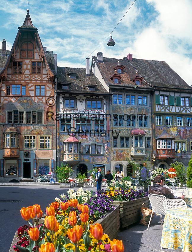 Switzerland, Canton Schaffhausen, Stein am Rhein: old town with historical buildings at Townhall Square | Schweiz, Kanton Schaffhausen, Stein am Rhein: Altstadt mit Rathausplatz