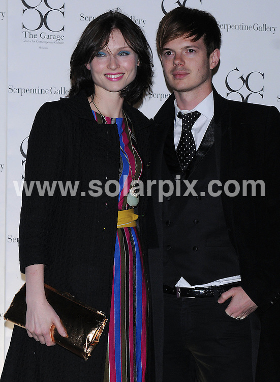 **ALL ROUND PICTURES FROM SOLARPIX.COM**.**WORLDWIDE SYNDICATION RIGHTS**.The Outside arrivals at the Serpentine Gallery Summer Party at the Serpentine Gallery in London in the UK..This pic:Sophie Ellis Bextor,Richard..JOB REF:7274-SSD     DATE:09_09_08.**MUST CREDIT SOLARPIX.COM OR DOUBLE FEE WILL BE CHARGED* *UNDER NO CIRCUMSTANCES IS THIS IMAGE TO BE REPRODUCED FOR ANY ONLINE EDITION WITHOUT PRIOR PERMISSION*