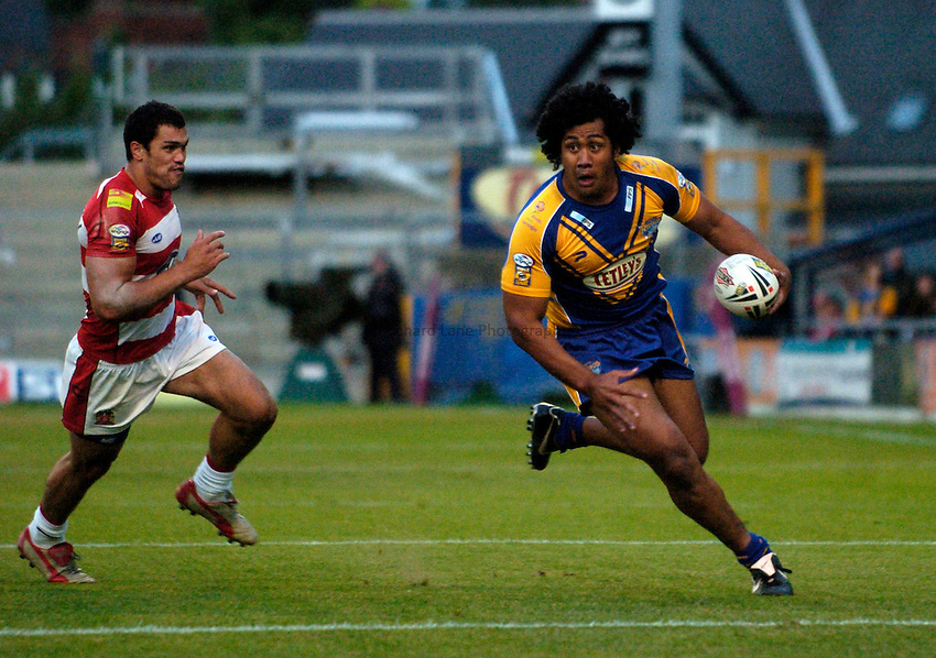 Photo: Jed Wee..Leeds Rhinos v Wigan Warriors. Engage Super League. 11/08/2006...Leeds' Ali Lauitiiti (R).
