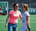 AMSTELVEEN - coach Tina Bachmann (OR) met Lisa Post (OR)   na  de hoofdklasse competitiewedstrijd hockey dames,  Amsterdam-Oranje Rood (5-2). COPYRIGHT KOEN SUYK
