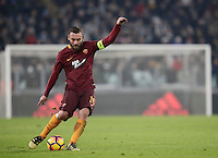 Calcio, Serie A: Juventus vs Roma. Torino, Juventus Stadium,17 dicembre 2016. <br /> Roma's Daniele De Rossi kicks the ball the Italian Serie A football match between Juventus and Roma at Turin's Juventus Stadium, 17 December 2016.<br /> UPDATE IMAGES PRESS/Isabella Bonotto