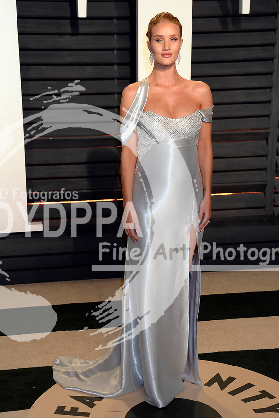 Rosie Huntington-Whiteley attends the 2017 Vanity Fair Oscar Party hosted by Graydon Carter at Wallis Annenberg Center for the Performing Arts on February 26, 2017 in Beverly Hills, California.