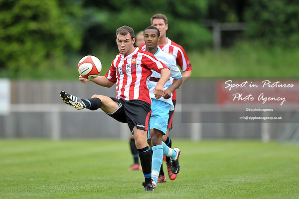 Martin Tuohy (Hornchurch). AFC Hornchurch Vs West HAm XI. Pre-season Friendly. The Stadium. Essex. 06/08/2011. MANDATORY Credit Sportinpictures/Garry Bowden - NO UNAUTHORISED USE - 07837 394578.