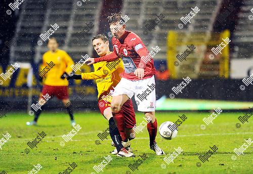 2014-01-25 / Voetbal / seizoen 2013-2014 / R. Antwerp FC - Tubeke / Seppe Kil (Antwerp) met David Vandenbroeck in de rug.<br /><br />Foto: Mpics.be