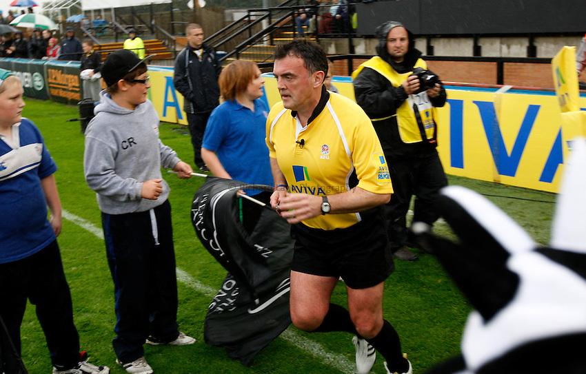 Photo: Richard Lane/Richard Lane Photography. Newcastle Falcons v London Wasps. Aviva Premiership. 02/10/2011. Referee, Sean Davy.