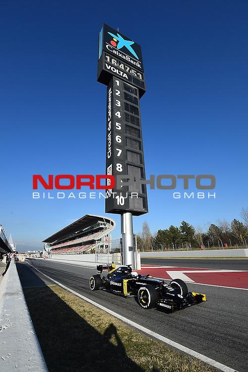 Formel 1 Testfahrten 2016 in Barcelona<br /> Kevin Magnussen (DEN#20) Renault Sport F1 Team<br /> <br /> <br /> Foto &copy; nordphoto /  Bratic