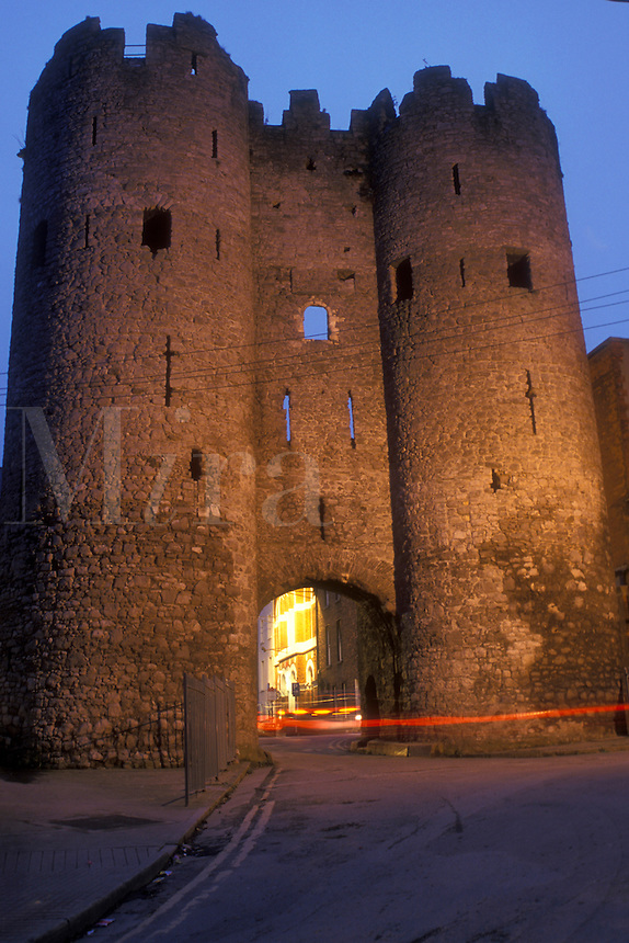 AJ0963, Europe, Republic of Ireland, Ireland, The majestic stone towers of the 13th century Lawrence Gate are illuminated at night in Drogheda in County Lough.