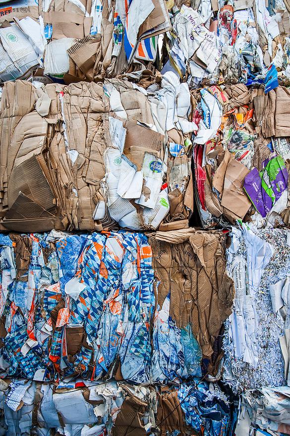 Nederland, Urk, 25 nov 2013<br /> Recyclingbedrijf de Vries. Balen geperst karton gereed voor verkoop aan fabrikanten.<br /> Foto: Michiel Wijnbergh