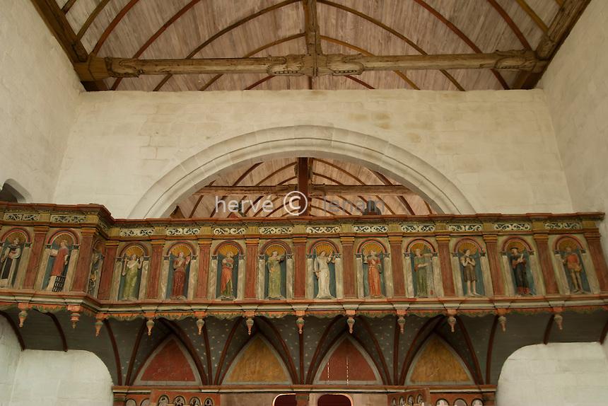 France, Morbihan (56), vers Auray, Sainte-Avoye, la chapelle  Sainte-Avoye, la nef & son jubé // France, Morbihan, near Auray, Sainte-Avoye, chapel Sainte-Avoye, the nave and its rood screen