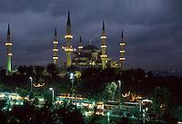 Türkei, Sultanahmet Moschee in Istanbul = Sultanahmet Camii = Blaue Moschee, erbaut 1609-1615 von Mehmet Aga, ein Schüler von Sinan, , davor ist der Platz At Meydani, das ehemalige Hippodrom , Unesco-Weltkulturerbe