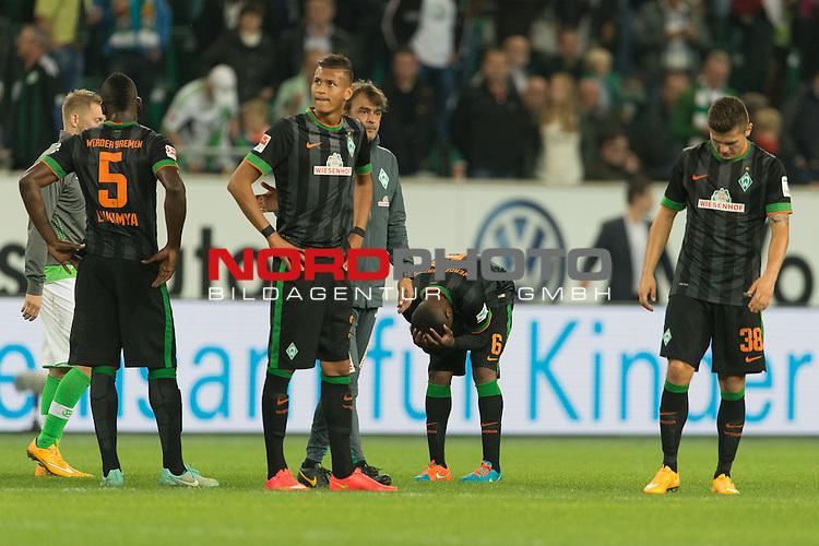 27.09.2014, Volkswagen Arena, Wolfsburg, GER, 1.FBL, VFL Wolfsburg vs Werder Bremen, im Bild<br /> entt&auml;uscht / entt&auml;uscht / traurig  nach der Niederlage <br /> Assani Lukimya (Bremen #5)<br /> Davie Selke (Bremen #27)<br /> Damir Buric (Co-Trainer Werder Bremen) C&eacute;dric Makiadi (Bremen #6)<br /> Marnon Busch (Bremen #38)<br /> <br /> <br /> Foto &copy; nordphoto / Kokenge