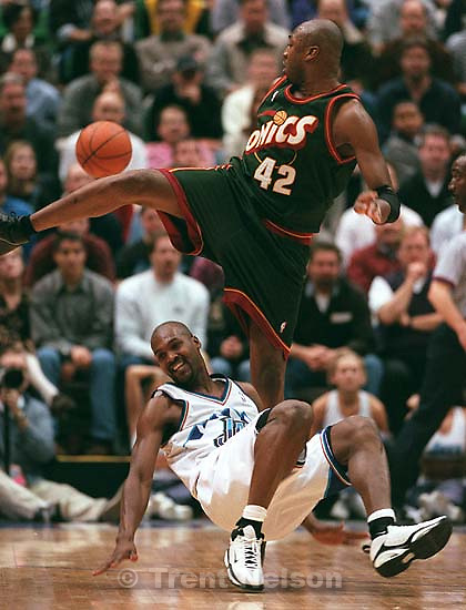 Vin Baker goes over Bryon Russell at Jazz vs. Seattle Sonics.<br />