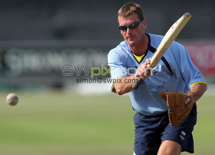 PICTURE BY VAUGHN RIDLEY/SWPIX.COM -  Cricket - Twenty20 Cup - Durham v Yorkshire - Riverside, Chester-le-Street, England - 03/07/06...? Simon Wilkinson - 07811 267706...Yorkshire's David Byas hits balls to players as the team warms up for the Twenty/20 match versus Durham.