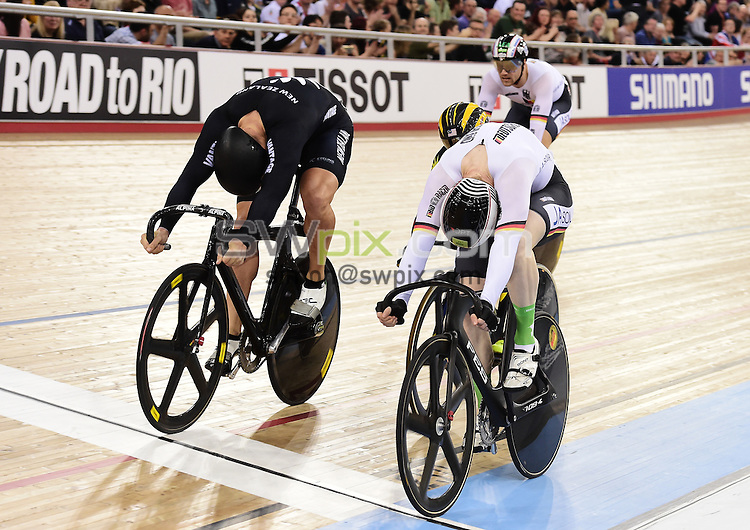 Picture by Alex Broadway/SWpix.com - 06/03/2016 - Cycling - 2016 UCI Track Cycling World Championships, Day 5 - Lee Valley VeloPark, London, England - Joachim Eilers of Germany beats Edward Dawkins of New Zealand to win the Men's Keirin Final.
