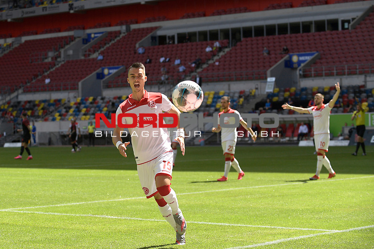 Erik THOMMY  (Fortuna Duesseldorf) verfehlt nur knapp den Ball,Aktion,<br />Strafraumszene.<br /><br />Fussball 1. Bundesliga, 33.Spieltag, Fortuna Duesseldorf (D) -  FC Augsburg (A), am 20.06.2020 in Duesseldorf/ Deutschland. <br /><br />Foto: AnkeWaelischmiller/Sven Simon/ Pool/ via Meuter/Nordphoto<br /><br /># Editorial use only #<br /># DFL regulations prohibit any use of photographs as image sequences and/or quasi-video #<br /># National and international news- agencies out #