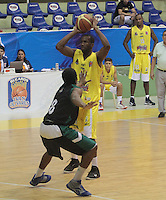 BUCARAMANGA -COLOMBIA, 16-08-2013. Aspecto del encuentro entre Búcaros Freskaleche y Águilas de Tunja válido por la fecha 1 de la Liga DirecTV de Baloncesto 2013-II Colombia de Colombia realizado en el Coliseo Vicente Díaz Romero de Bucaramanga./ Aspect of the match between Bucaros Freskaleche and Aguilas de Tunja valid for the 1th date DirecTV Basketball League 2013-II in Colombia at Vicente Diaz Romero coliseum in Bucaramanga. Photo:VizzorImage / Jaime Moreno / STR