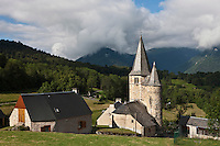 Europe/France/Midi-Pyrénées/65/Hautes-Pyrénées/Env d'Arreau/Lançon: L'église et les maisons du village