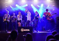 """Büttelborn 14.09.2019: Kerwetanz in der Tornhall<br /> Großartige Stimmung in der Tornhall dank """"Eine Band namens Wanda""""<br /> Foto: Vollformat/Marc Schüler, Schäfergasse 5, 65428 R'heim, Fon 0151/11654988, Bankverbindung KSKGG BLZ. 50852553 , KTO. 16003352. Alle Honorare zzgl. 7% MwSt."""