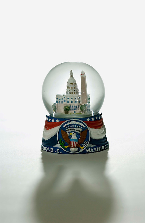 06/28/05.SNOW GLOBE--The U.S. Capitol, as portrayed in a snow globe..CONGRESSIONAL QUARTERLY PHOTO BY SCOTT J. FERRELL