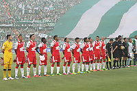 MEDELLÍN -COLOMBIA, 14-07-2013. Formación deL equipo Independiente Santa Fe .Primer partido de la final de la Liga Postobón  entre Atlético Nacional e Independiente Santa Fe , jugado en el estadio Atanasio Girardot de la ciudad de Medellín . / Team formation Independiente Santa Fe . First party Postobón League final between Atletico Nacional and Independiente Santa Fe, lel played at Atanasio Girardot stadium in Medellin<br />
