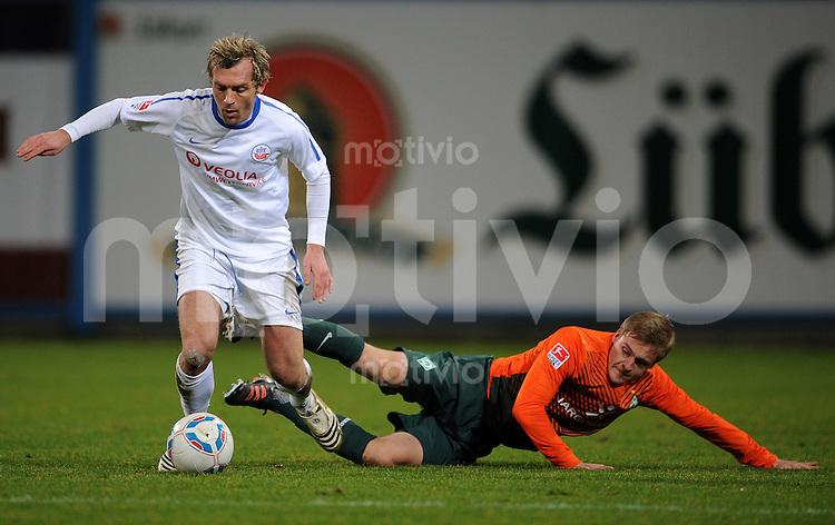 FUSSBALL   1. BUNDESLIGA   SAISON 2011/2012   TESTSPIEL FC Hansa Rostock - Werder Bremen   17.01.2012 Peter Schryba (li, Rostock) gegen Felix Kroos (re, SV Werder Bremen)