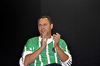 SAO PAULO, SP, 12 DE JULHO 2012 –  O ex jogador do Palmeiras Evair na abertura do Brazil Sports Show na Bienal do Ibirapuera. O evento, que ja esta em sua segunda edicao, conta com mais de onze feiras tematicas em mais de vinte mil metros quadrados de espaco. E a maior feira da categoria no pais e atrai gente de todo o Brasil para prestigiar os workshops, e aproveitar. Somente hoje, a entrada e gratuita, ate o dia 15, paga-se 20,00 para o acesso. (FOTO: THAIS RIBEIRO / BRAZIL PHOTO PRESS).