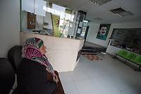 Sehid Xebat Hospital unter YPG-Verwaltung in Qamishli, Rojava/Syrien.<br /> 14.12.2014, Qamishli/Rojava/Syrien<br /> Copyright: Christian-Ditsch.de<br /> [Inhaltsveraendernde Manipulation des Fotos nur nach ausdruecklicher Genehmigung des Fotografen. Vereinbarungen ueber Abtretung von Persoenlichkeitsrechten/Model Release der abgebildeten Person/Personen liegen nicht vor. NO MODEL RELEASE! Nur fuer Redaktionelle Zwecke. Don't publish without copyright Christian-Ditsch.de, Veroeffentlichung nur mit Fotografennennung, sowie gegen Honorar, MwSt. und Beleg. Konto: I N G - D i B a, IBAN DE58500105175400192269, BIC INGDDEFFXXX, Kontakt: post@christian-ditsch.de<br /> Bei der Bearbeitung der Dateiinformationen darf die Urheberkennzeichnung in den EXIF- und  IPTC-Daten nicht entfernt werden, diese sind in digitalen Medien nach &sect;95c UrhG rechtlich geschuetzt. Der Urhebervermerk wird gemaess &sect;13 UrhG verlangt.]