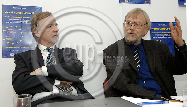 Brussels-Belgium - 21 February 2006---'How do we need to change our decision making structures? What role for the 'World Future Council?'' A discussion with i.a.  Jakob von UEXKULL (Uexkuell, Uexküll)(ri) - President of WFC, and Prof. Herbert GIRARDET (le) - Director of Research at WFC---Photo: Horst Wagner/eup-images