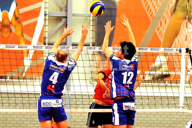 GRONINGEN - Volleybal, Alfa College,  Lycurgus - Taurus seizoen 2010-2011, 22-01-2011 Lycurgus blok met links Ernst Zijlstra en rechts Willem-Maarten Heins