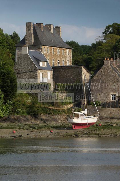 France, Côtes-d'Armor (22), Créhen, Le port sur l'Arguenon, rive droite // France, Cotes d'Armor, Crehen, The port on the Arguenon