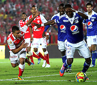 BOGOTA -COLOMBIA-06-04-2013: Carlos Arias (Izq.) jugador del Independiente Santa Fe, disputa el balón con Wason Rentería   (Der.) de Millonarios durante partido en el estadio El Campín de la ciudad de Bogotá, abril 06 de 2013. Independiente Santa Fe perdió tres goles a uno con Millonarios en partido por la novena fecha de la Liga Postobon I. (Foto: VizzorImage / Felipe Caicedo / Staff).Carlos Arias (R) player of Independiente Santa Fe fights for the ball with Wason Renteria  (L) of Millonarios, during a match at El Campin stadium in Bogota, April 06, 2013. Independiente Santa Fe lost three goals to one with Millonarios in a match for the ninth date of the League Postobon I. (Photo: VizzorImage / Felipe Caicedo / Staff).Photo / VizzorImage / Felipe Caicedo / Staff