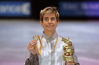 November 19, 2005; Paris, France; Figure skating star JEFFREY BUTTLE of Canada wins gold at Trophee Eric Bompard, ISU Paris Grand Prix competition.  Buttle is one of the favorites in mens leading up to Torino 2006 Olympics.<br />