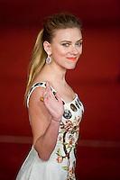 L'attrice Scarlett Johansson posa al red carpet per la prima del film Her durante la ottava edizione del festival del cinema di Roma. Actress Scarlett Johansson attends 'Her' Premiere during The 8th Rome Film Festival at Auditorium Parco Della Musica.